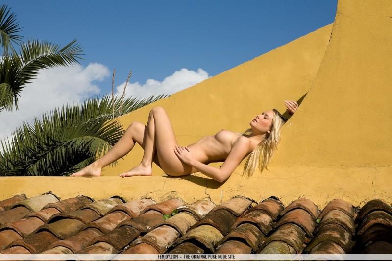 deni-naked-on-roof-femjoy-15