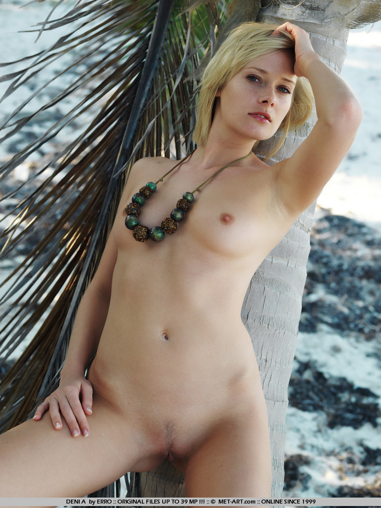 denisa-markova-tropical-island-metart-17
