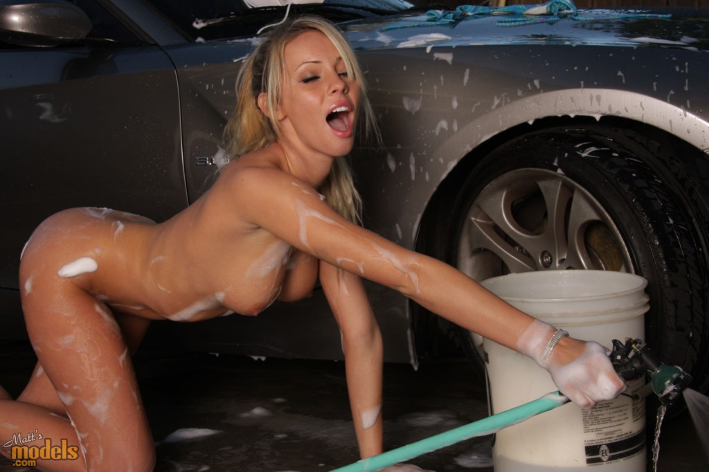 bailey-rose-carwash-bmw-z4-matts-models-15