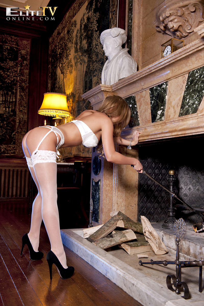 dionne-daniels-fireplace-stockings-elitetv-online-04