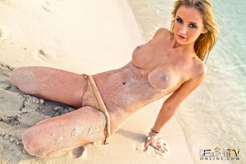dionne-daniels-beach-nude-elitetvonline-07