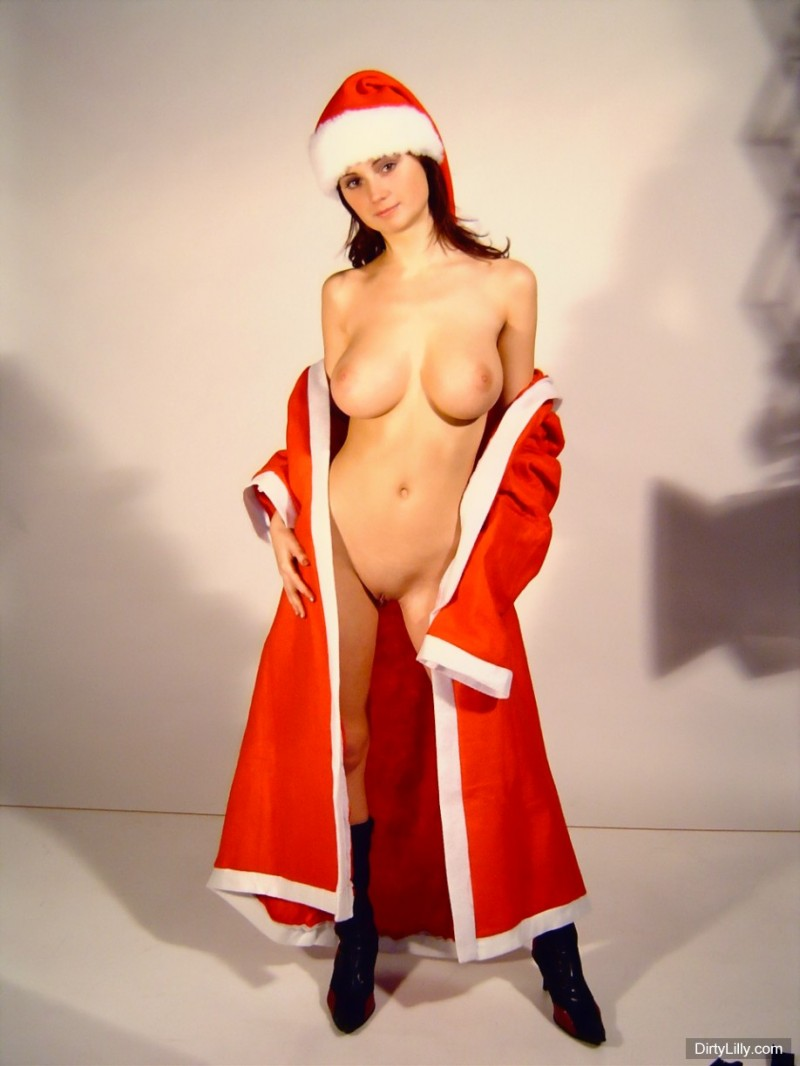 dirty-lilly-santa-06