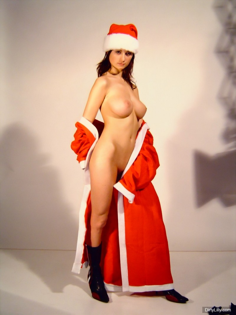 dirty-lilly-santa-07