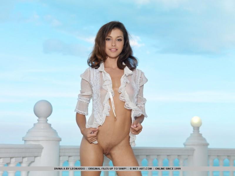 divina-a-balcony-met-art-01