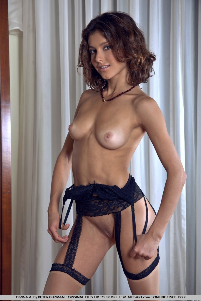 divina-a-stockings-garters-metart-01