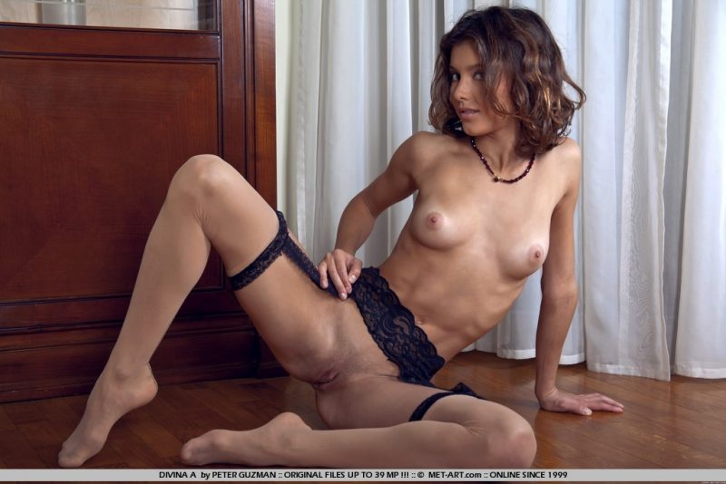 divina-a-stockings-garters-metart-02