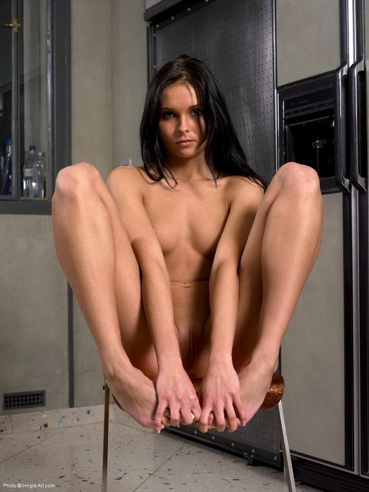 jana-nude-on-chair-hegre-art-16