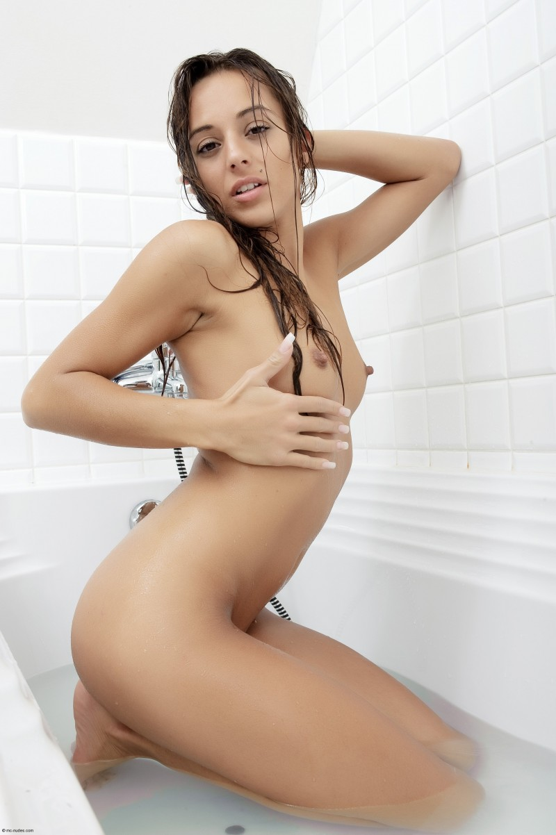 bath Dominika c