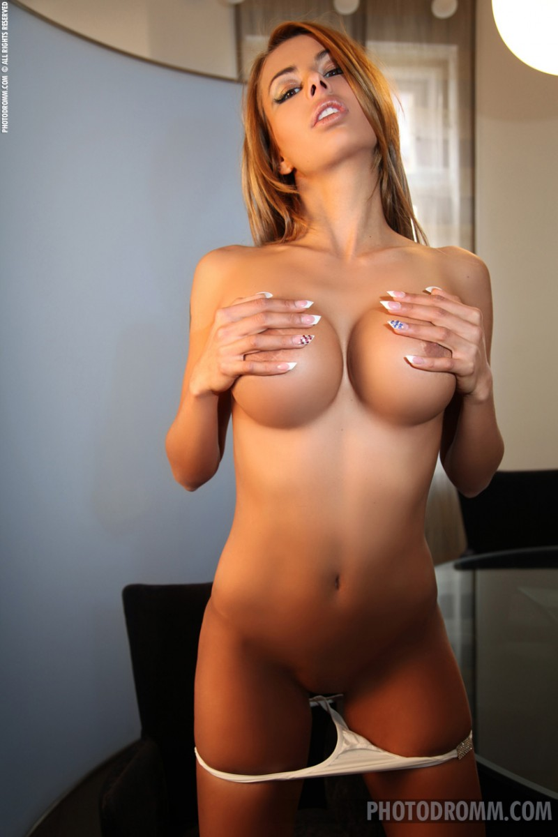 valeria-boobs-nude-photodromm-05