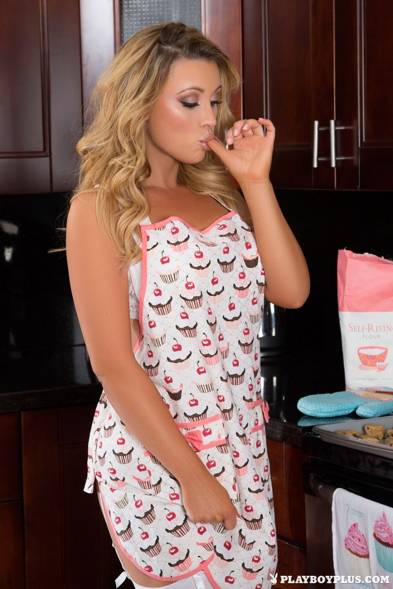 dorothy-grant-nude-baking-cookies-playboy-02