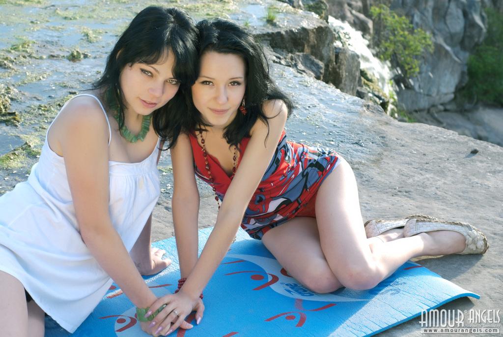eleonora-kiri-lesbian-naked-amour-angels-01