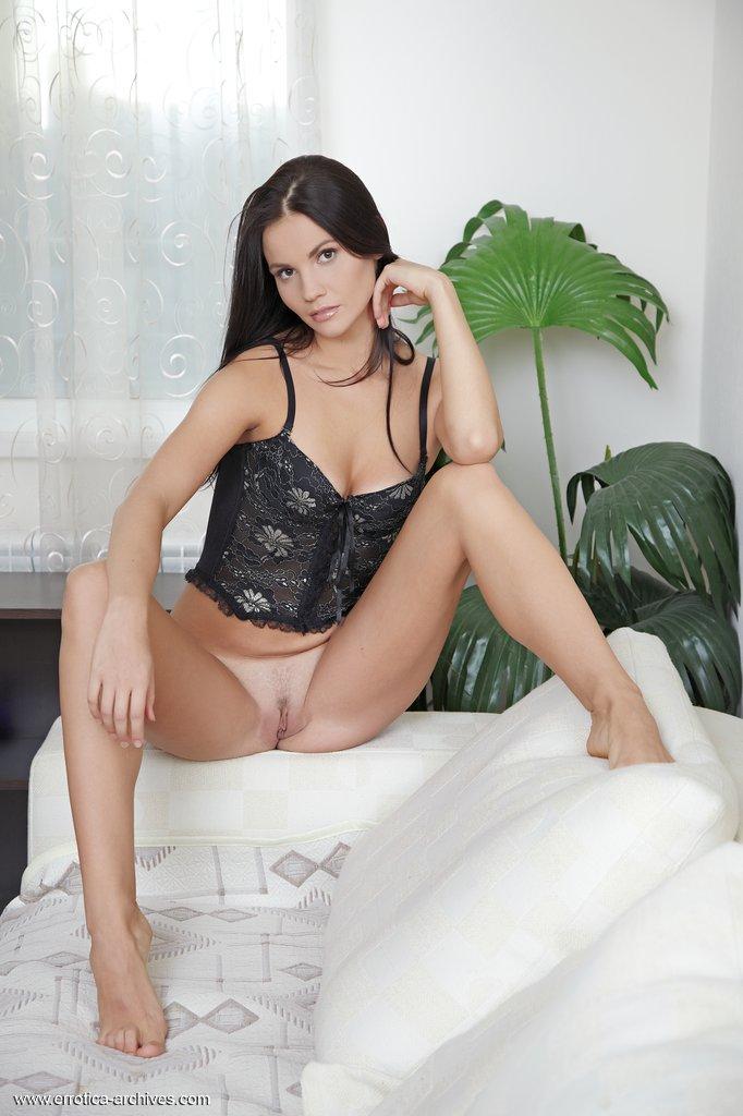 eliana-black-corset-nude-errotica-archives-03