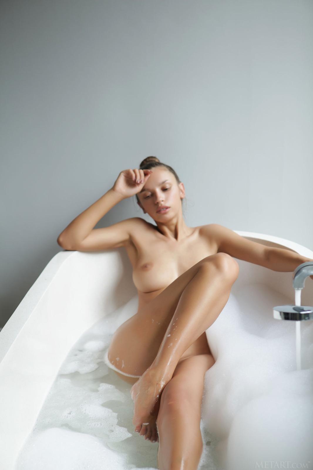 elin-long-hair-nude-bathroom-met-art-18
