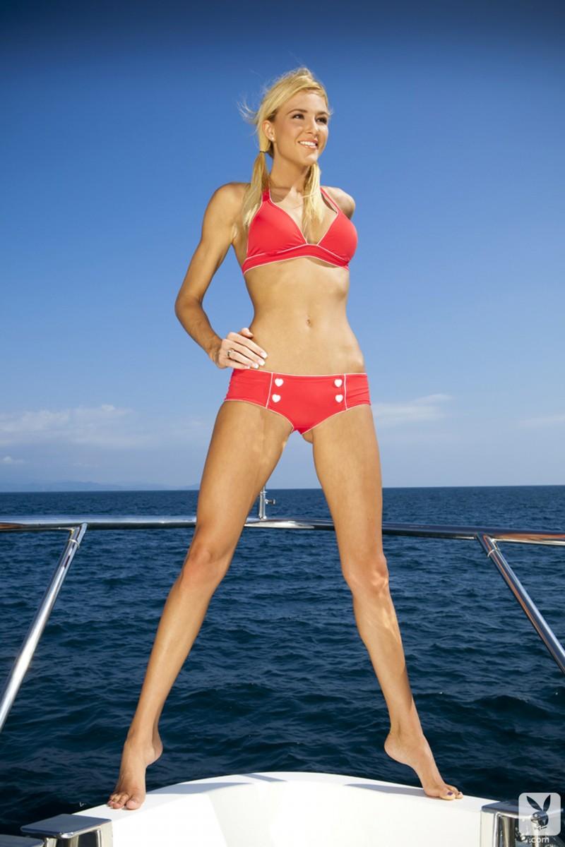 eliza-carson-motor-yacht-playboy-02