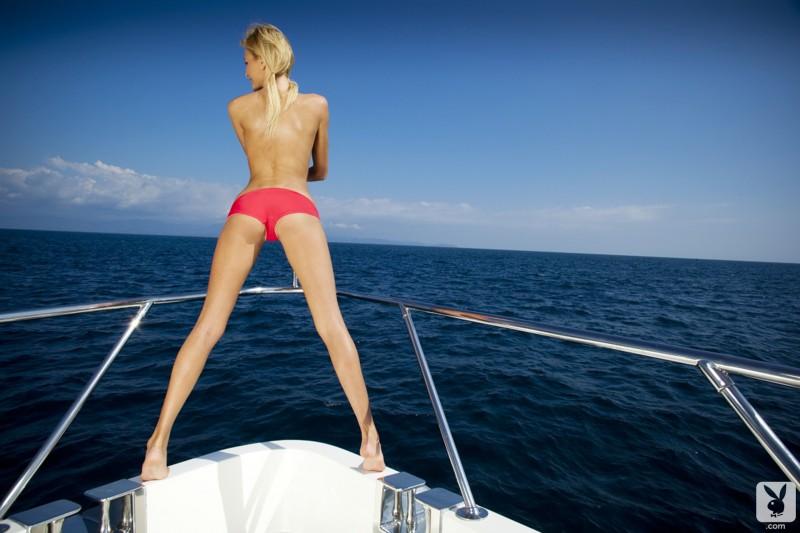 eliza-carson-motor-yacht-playboy-05