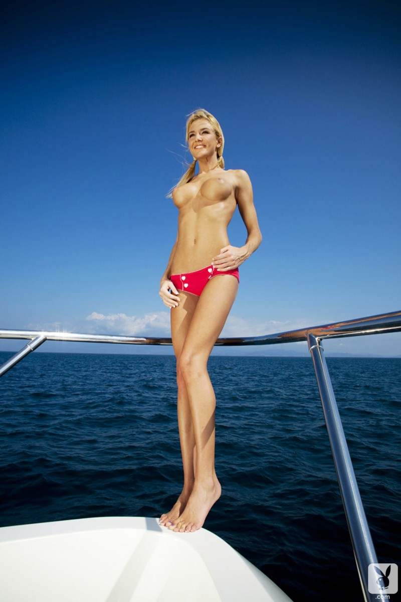 eliza-carson-motor-yacht-playboy-07