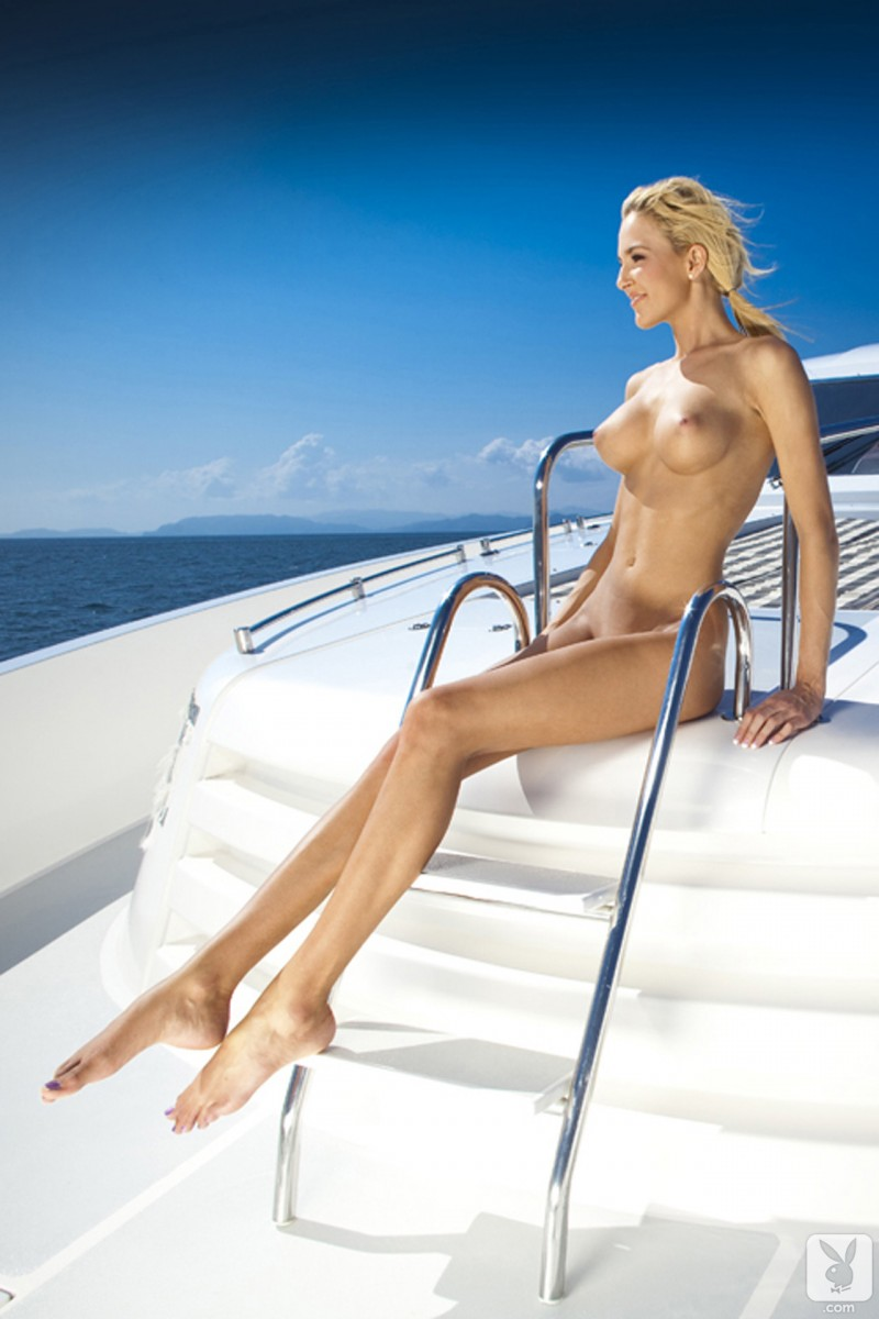 eliza-carson-motor-yacht-playboy-08