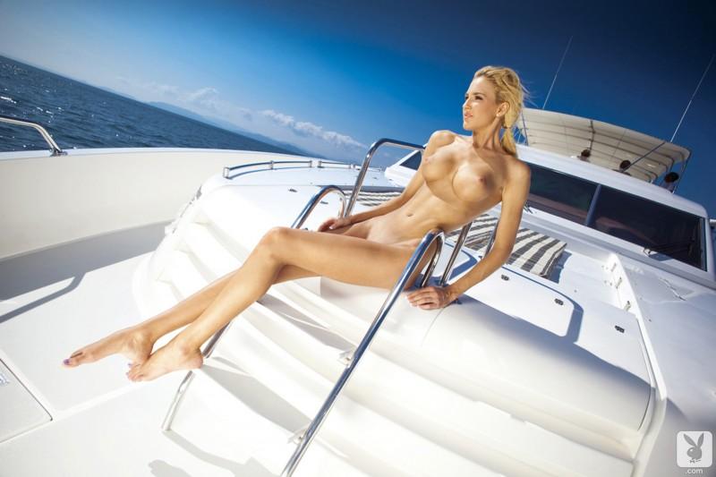 eliza-carson-motor-yacht-playboy-09