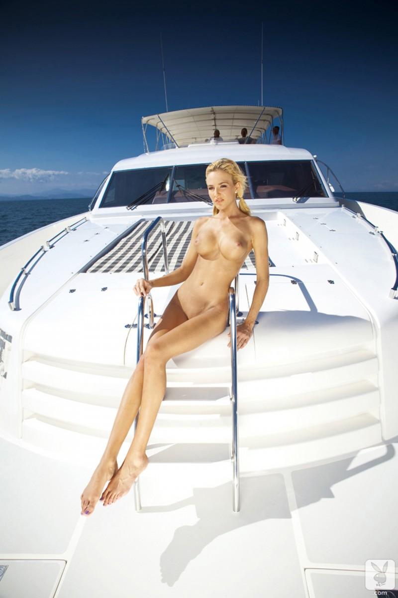 eliza-carson-motor-yacht-playboy-10