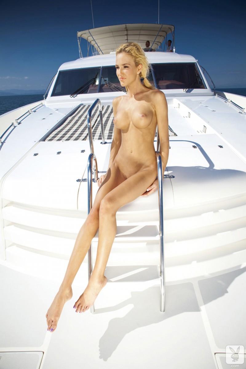 eliza-carson-motor-yacht-playboy-11