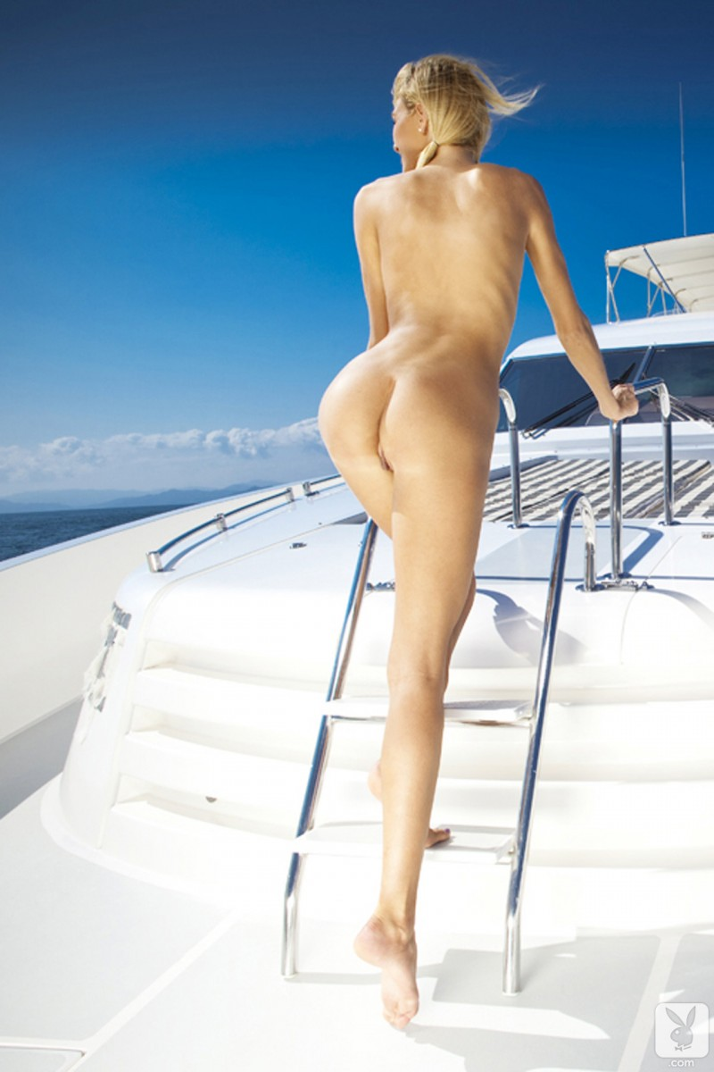 eliza-carson-motor-yacht-playboy-12