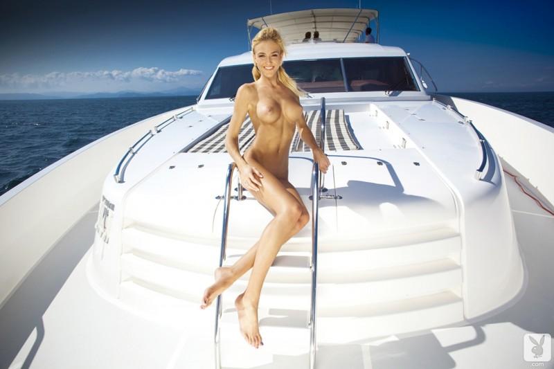 eliza-carson-motor-yacht-playboy-13