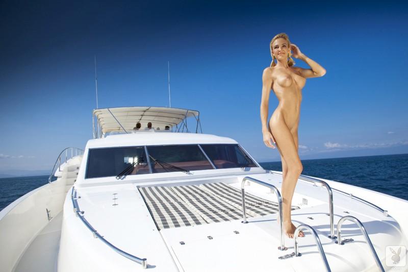 eliza-carson-motor-yacht-playboy-14