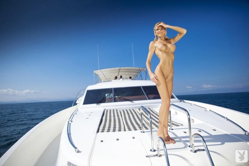 eliza-carson-motor-yacht-playboy-15