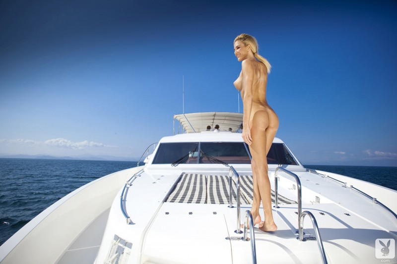 eliza-carson-motor-yacht-playboy-16