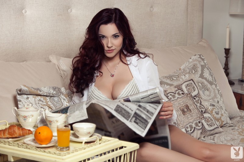 elizabeth-marxs-bedroom-nude-playboy-01
