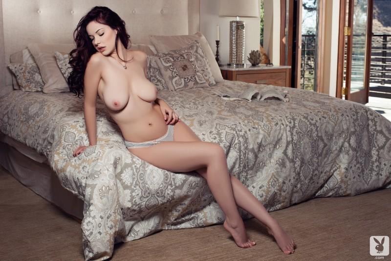 elizabeth-marxs-bedroom-nude-playboy-09