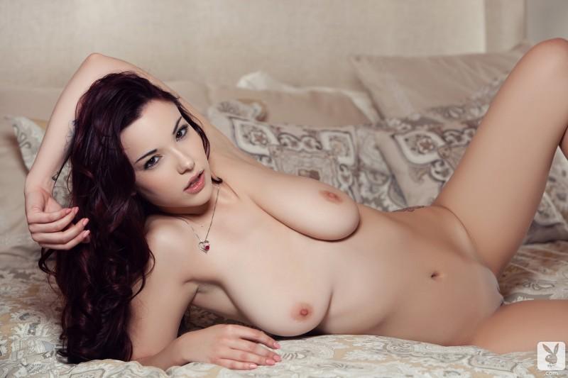 elizabeth-marxs-bedroom-nude-playboy-14