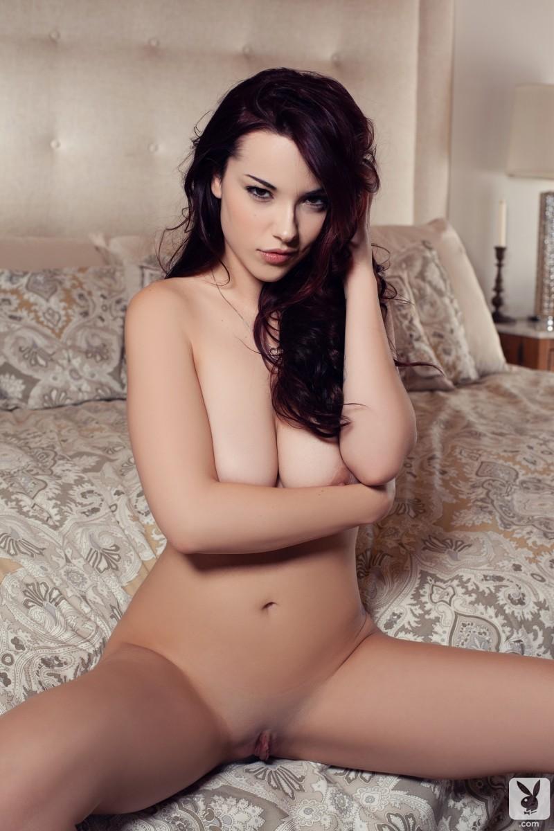 elizabeth-marxs-bedroom-nude-playboy-19