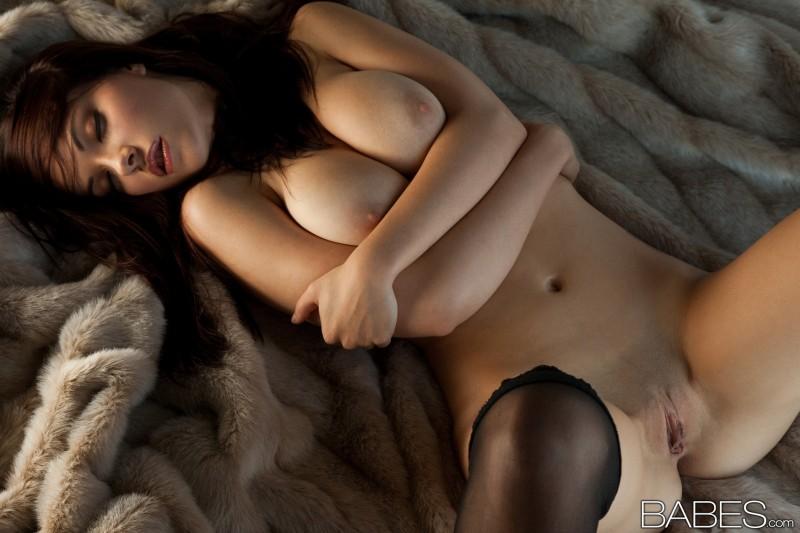 elizabeth-marxs-stockings-lingerie-babes-23