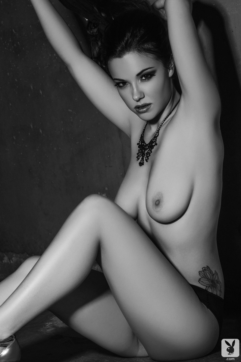 elizabeth-marxs-black-&-white-playboy-06