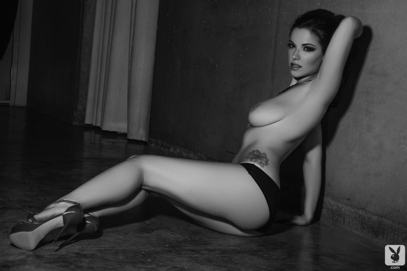 elizabeth-marxs-black-&-white-playboy-07