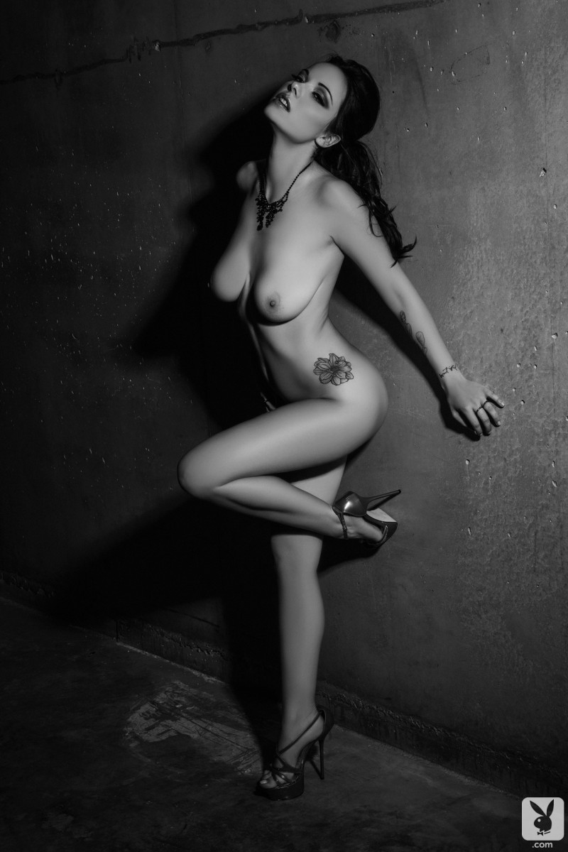 elizabeth-marxs-black-&-white-playboy-08