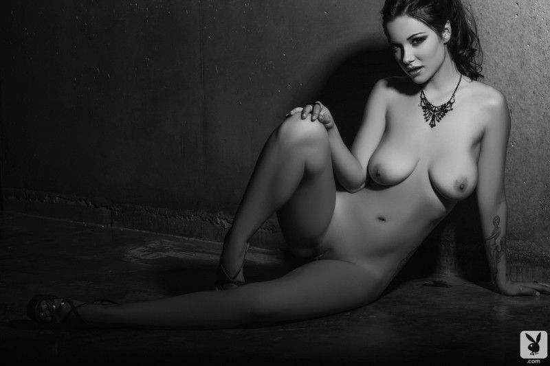 elizabeth-marxs-black-&-white-playboy-12