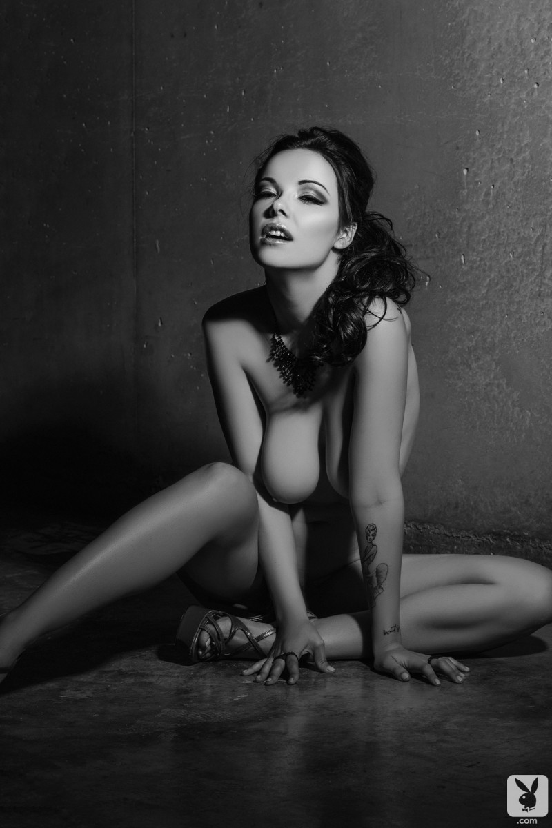 elizabeth-marxs-black-&-white-playboy-15