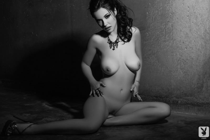 elizabeth-marxs-black-&-white-playboy-16