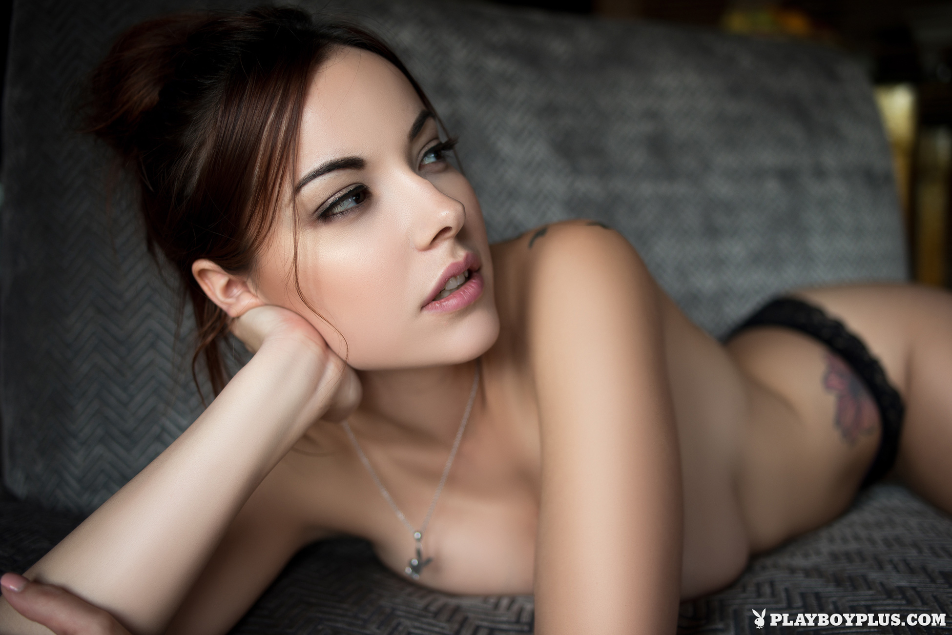elizabeth-marxs-boobs-sofa-naked-playboy-10