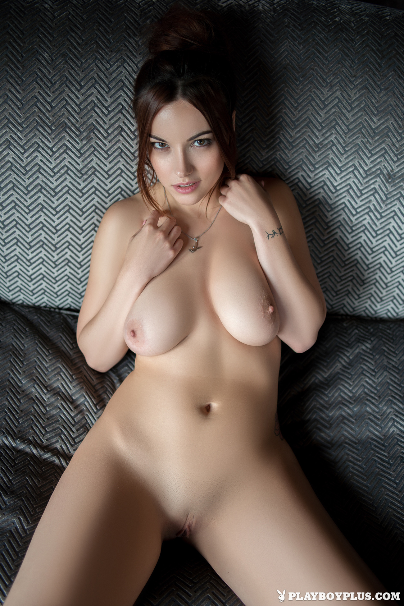 elizabeth-marxs-boobs-sofa-naked-playboy-20