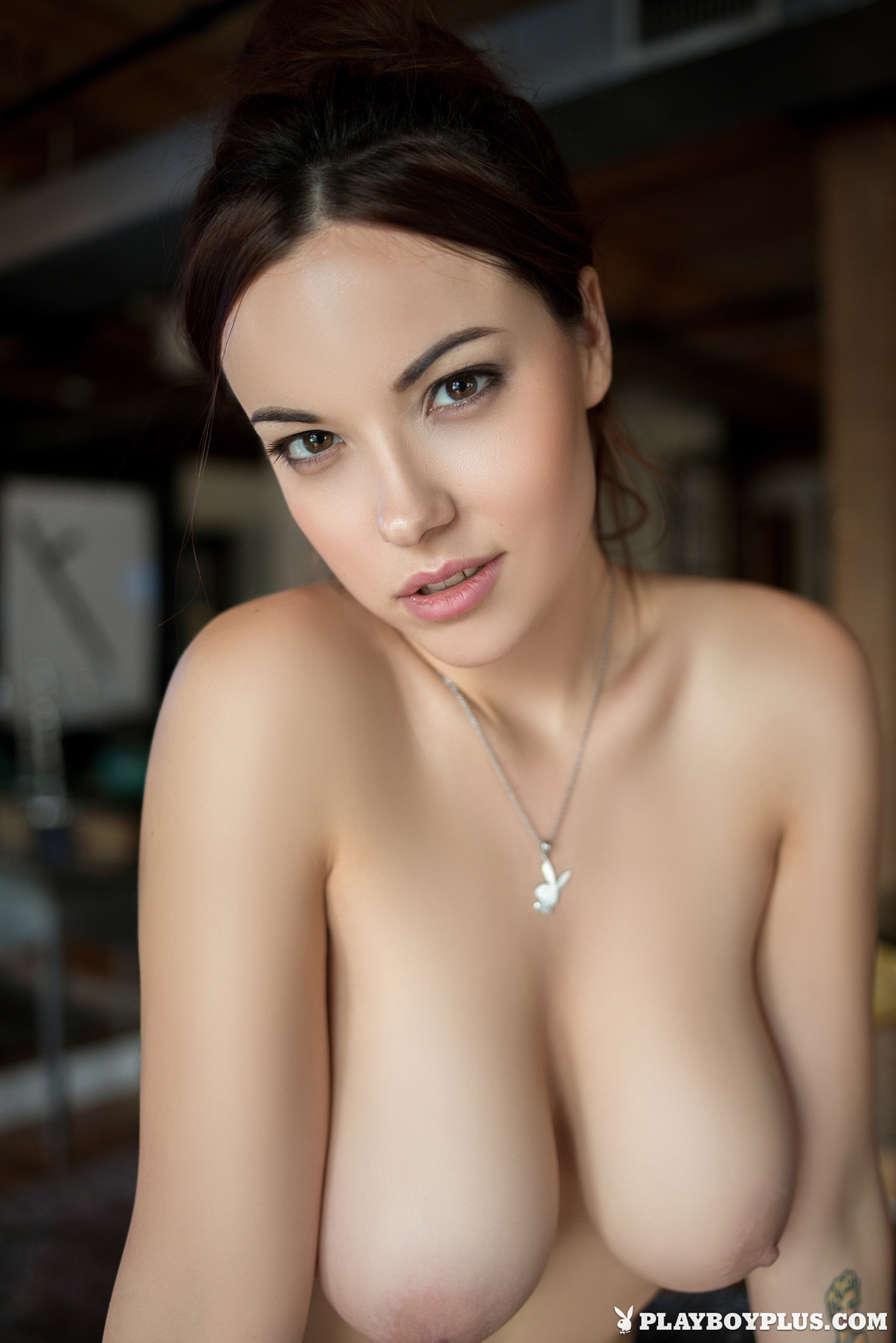 elizabeth-marxs-boobs-sofa-naked-playboy-21