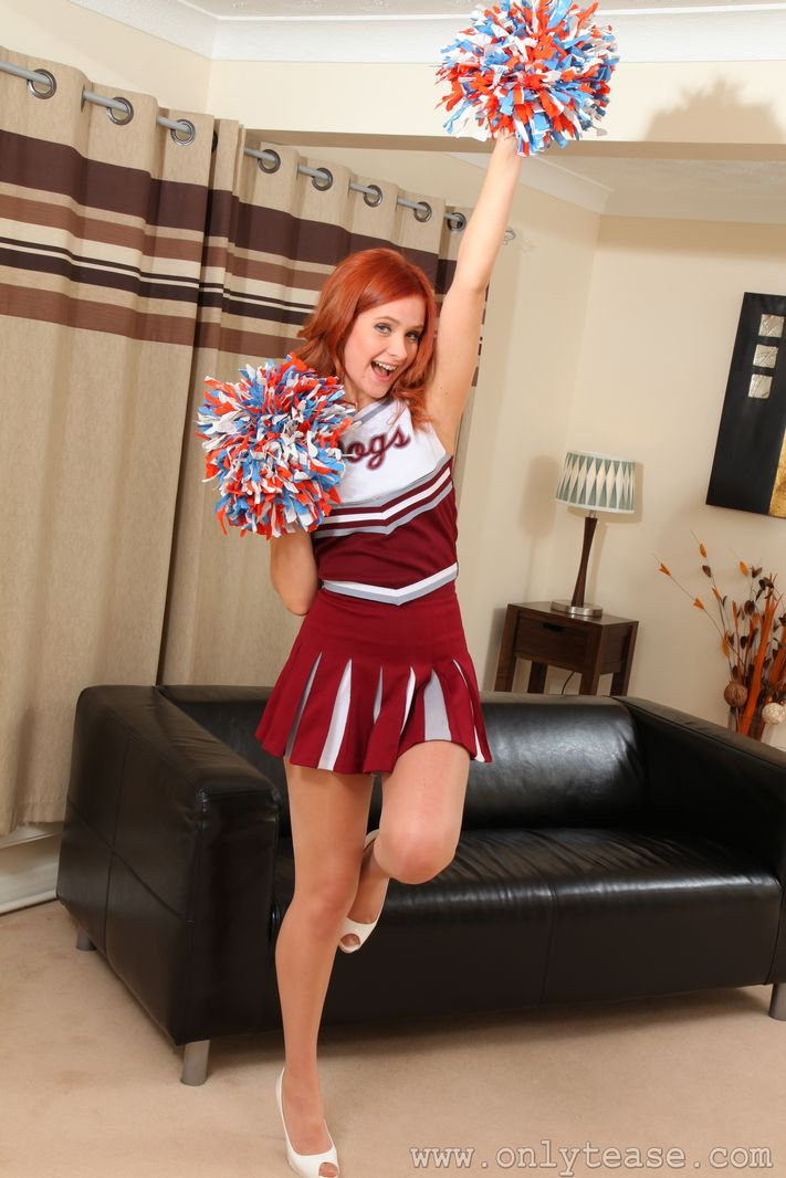 elle-richie-cheerleader-onlytease-02