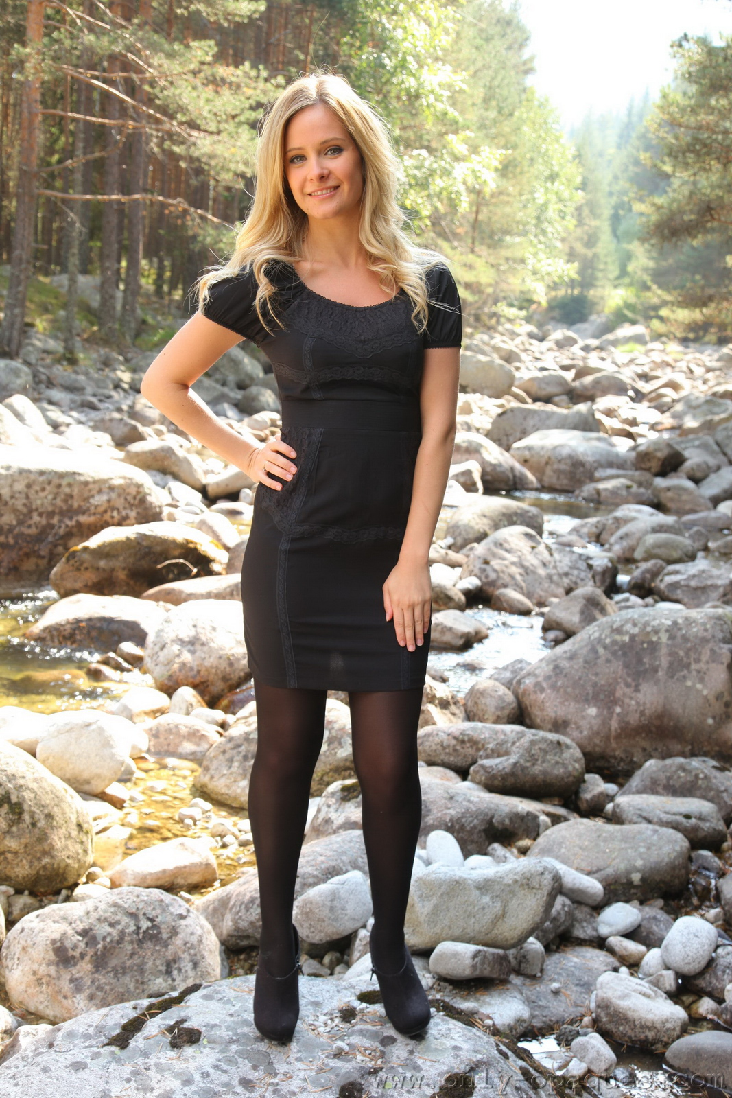 elle-richie-black-stockings-garters-outdoor-onlyopaques-01