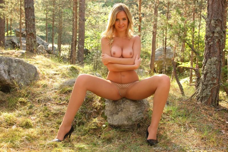 elle-richie-pantyhose-woods-onlysilkandsatin-16