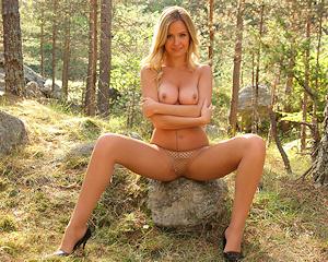 elle-richie-pantyhose-woods-onlysilkandsatin