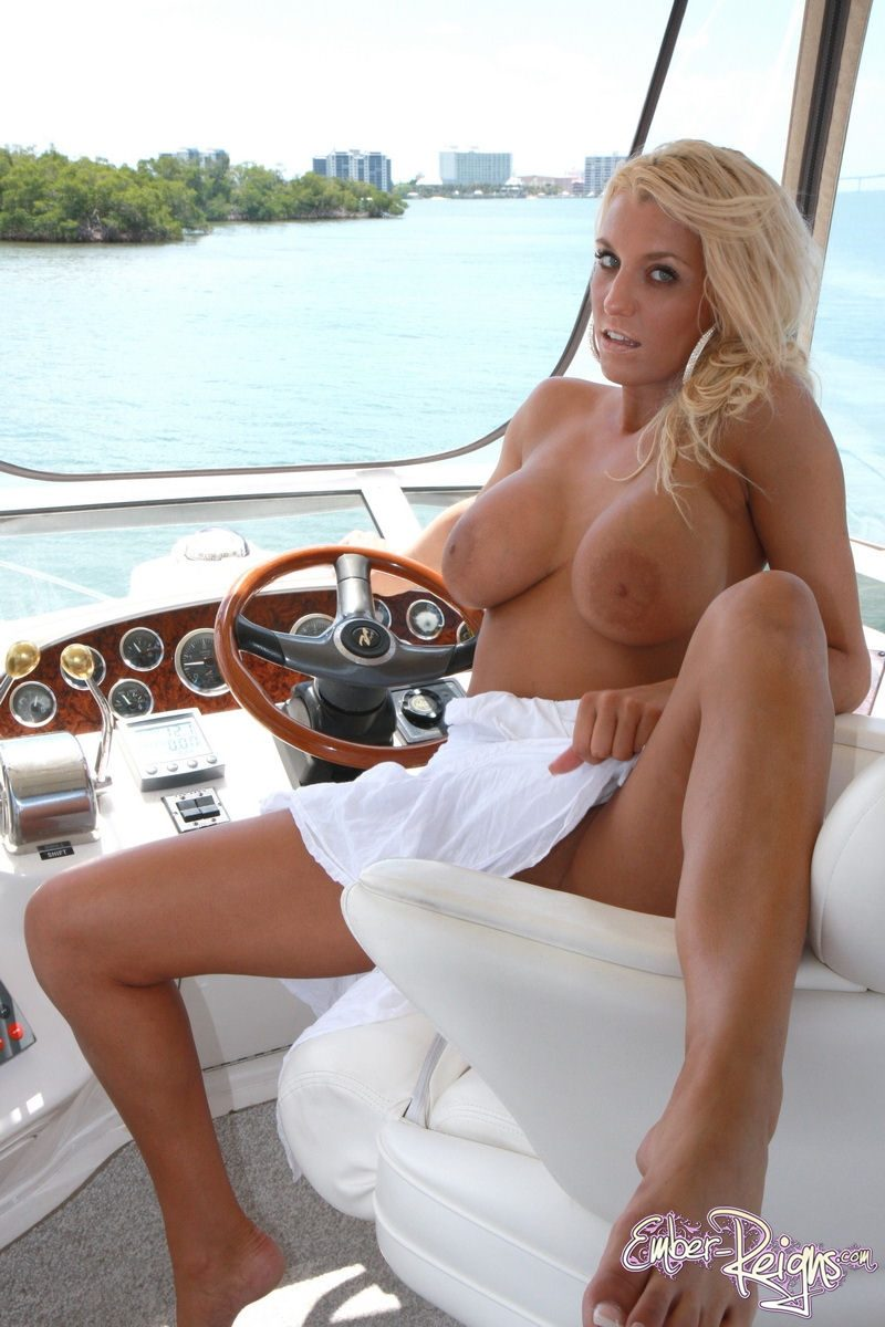 Amusing message nude girls on boats sex