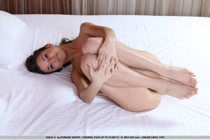 emilie-a-bedroom-metart-14