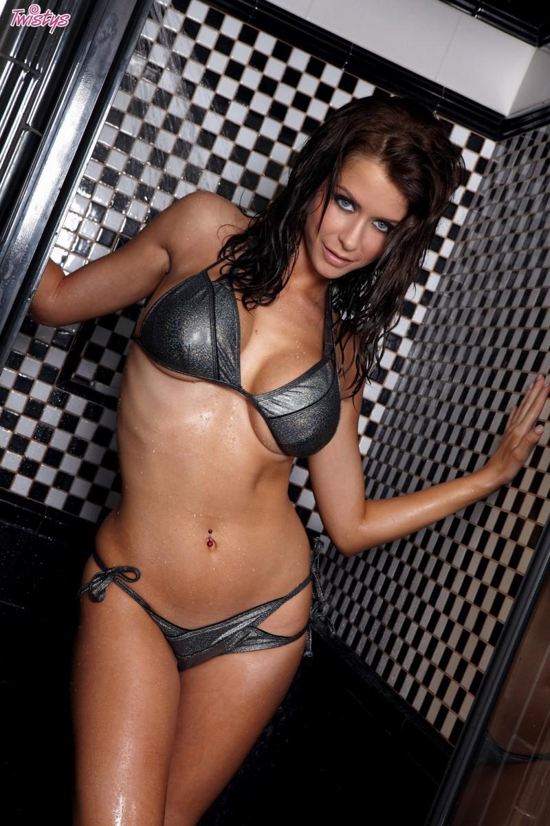 emily-addison-bikini-shower-twistys-02